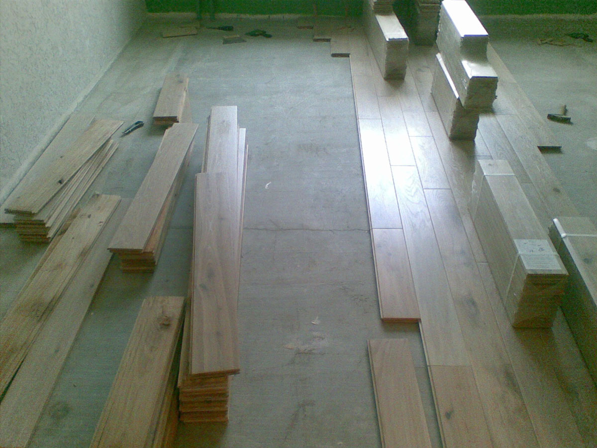 Laying parquet on screeds without plywood